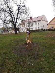 Strom republiky na náměstí Osvoboditelů v Radotíně